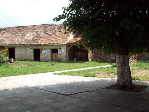 Biserica fortificata din Axente Sever - curtea interioara