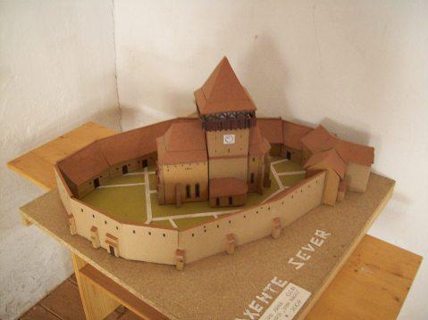 Biserica fortificata din Axente Sever la scara mica