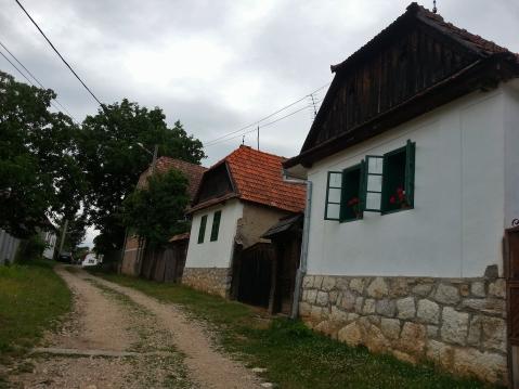 satul romanesc